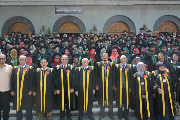 رئيس جامعة الزقازيق خلال مشاركته فى إحتفالية خريجى كلية الزراعة