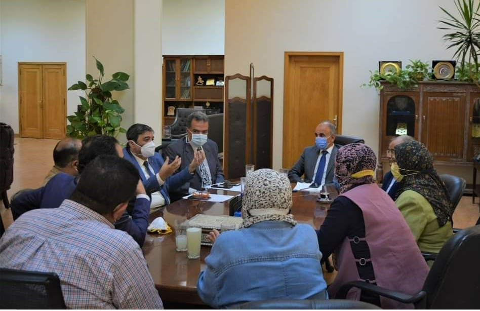 Zagazig University President meets with the medical team of the GIT and Liver Unit to discuss ways to develop work in the unit - Oct 2020
