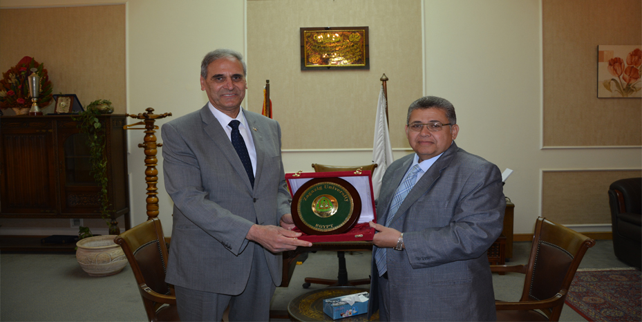 Official of Middle East and Africa in the International Scottish Development Authority in a visit to the University of Zagazig